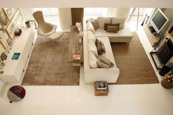 Modern Living Space In Neutral Tones for Family With Three Teenagers