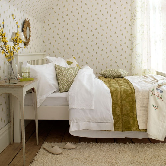 floral wallpaper, botanical print bedding and some blooming branches make the bedroom look fresh and spring like