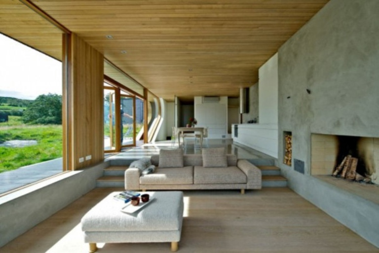 Modern wooden cabin with folding glass walls digsdigs for Modern house design norway