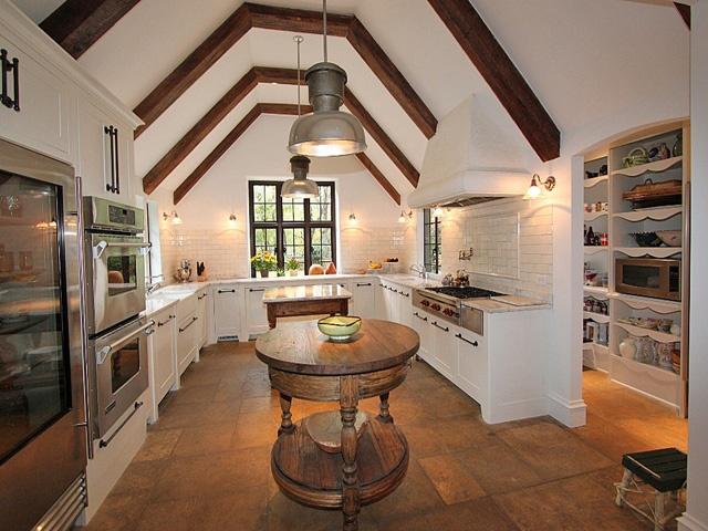28 Vintage Wooden Kitchen Island Designs - DigsDigs
