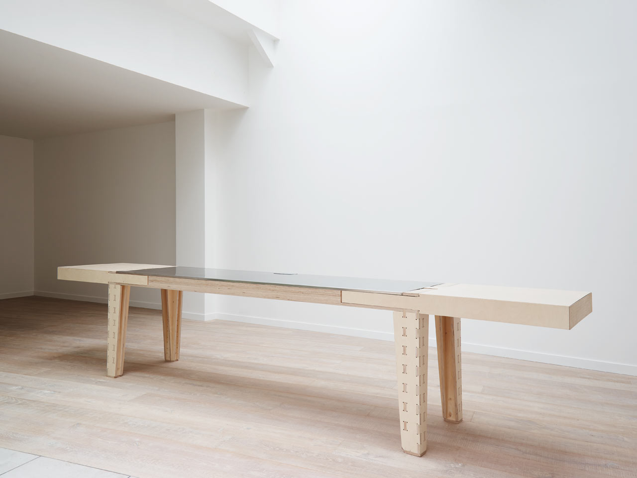Work&Turn Multipurpose Table With A Reversible Top