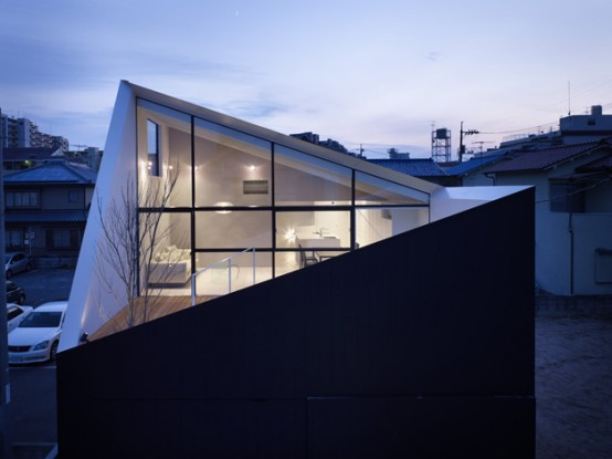 Modern And Minimalist Wrap House By Japanese Architects